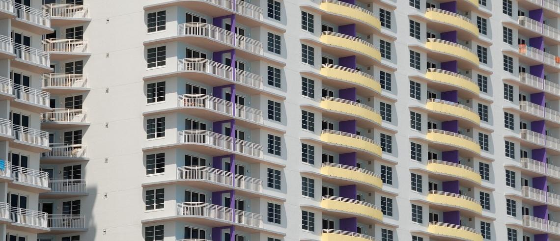 Hur kan minimiinvesteringen vara lägre vid lån till bostadsrättsföreningar?